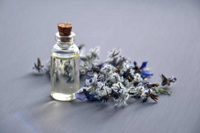 أشهر الزيوت العطرية واستخداماتها