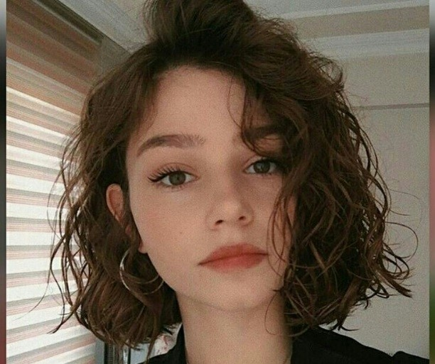أبرز تسريحات الشعر القصير