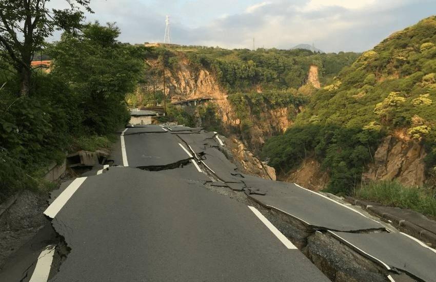 الزلازل والهزات الأرضية