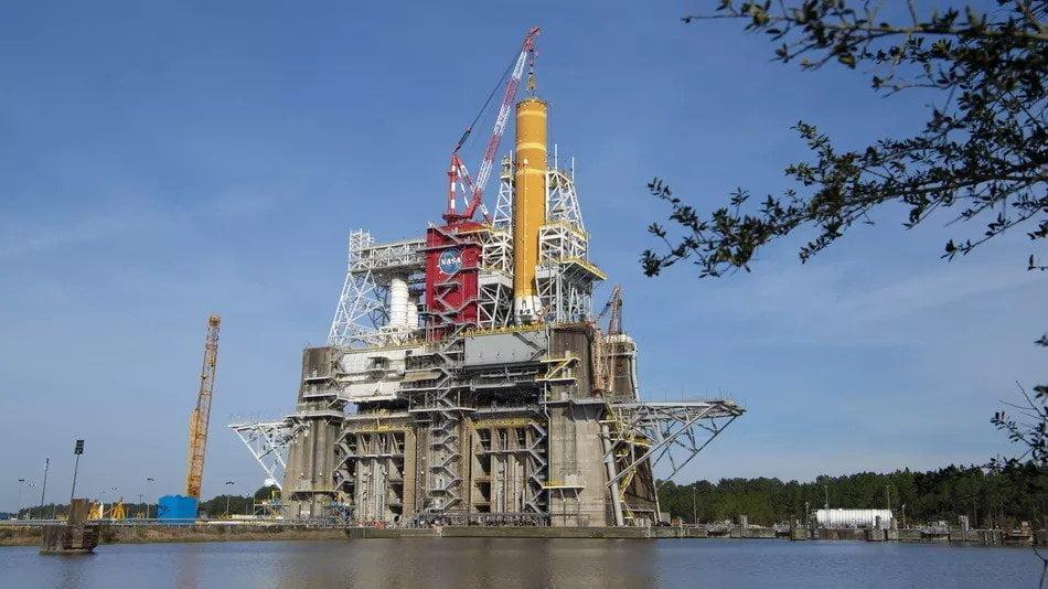 إنهاء مبكر لاختبار صاروخ القمر