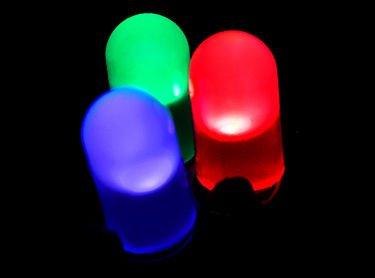 الصمام الثنائي الباعث للضوء