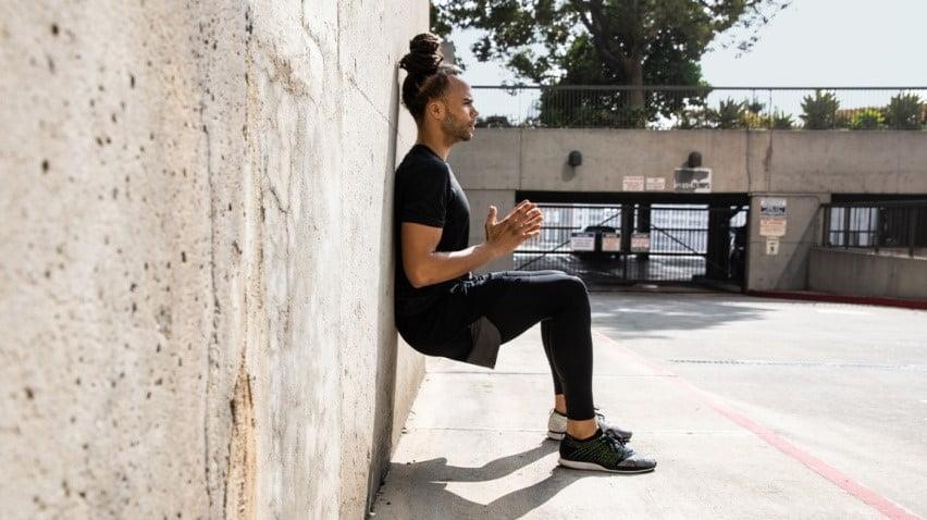 تمرين الجلوس على الجدار