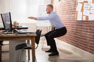 أفضل 18 تمرين يمكن القيام به في المكتب