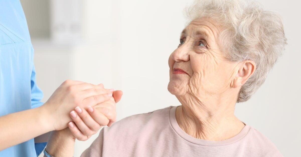 كيفية وقاية المُسن من خطر الحوادث والإصابات