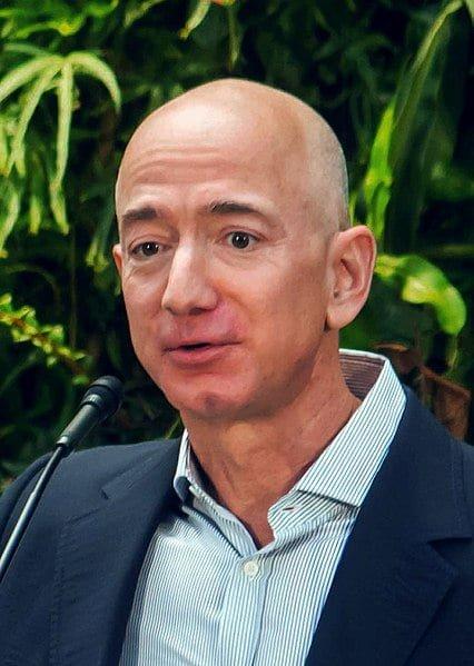 جيف بيزوس سيتنحّى عن منصب المدير التنفيذي لشركة أمازون
